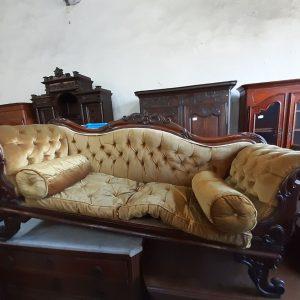 canapé en velours 380€